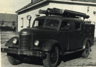 Gaisrinis automobilis PMZ-14 ant ZiS-150 bazės. Taip, tokia technika Ariogaloje buvo. Apie 1970 metus. (Iš Ariogalos gelbėtojų ugniagesių archyvo).