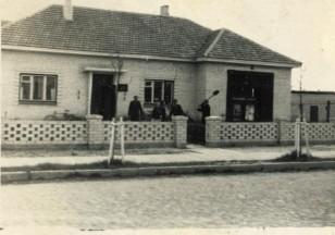 Ariogalos ugniagesių gelbėtojų tarnyba. Apie 1970 metus. (Iš Ariogalos gelbėtojų ugniagesių archyvo.)
