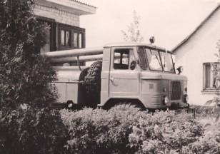 Gaisrinis automobilis ant GAZ-66 bazės. Taip, tokia technika Ariogaloje buvo. Apie 1970 metus. Tiesą sakant tokia technika ir dabar naudojama. (Iš Ariogalos gelbėtojų ugniagesių archyvo).