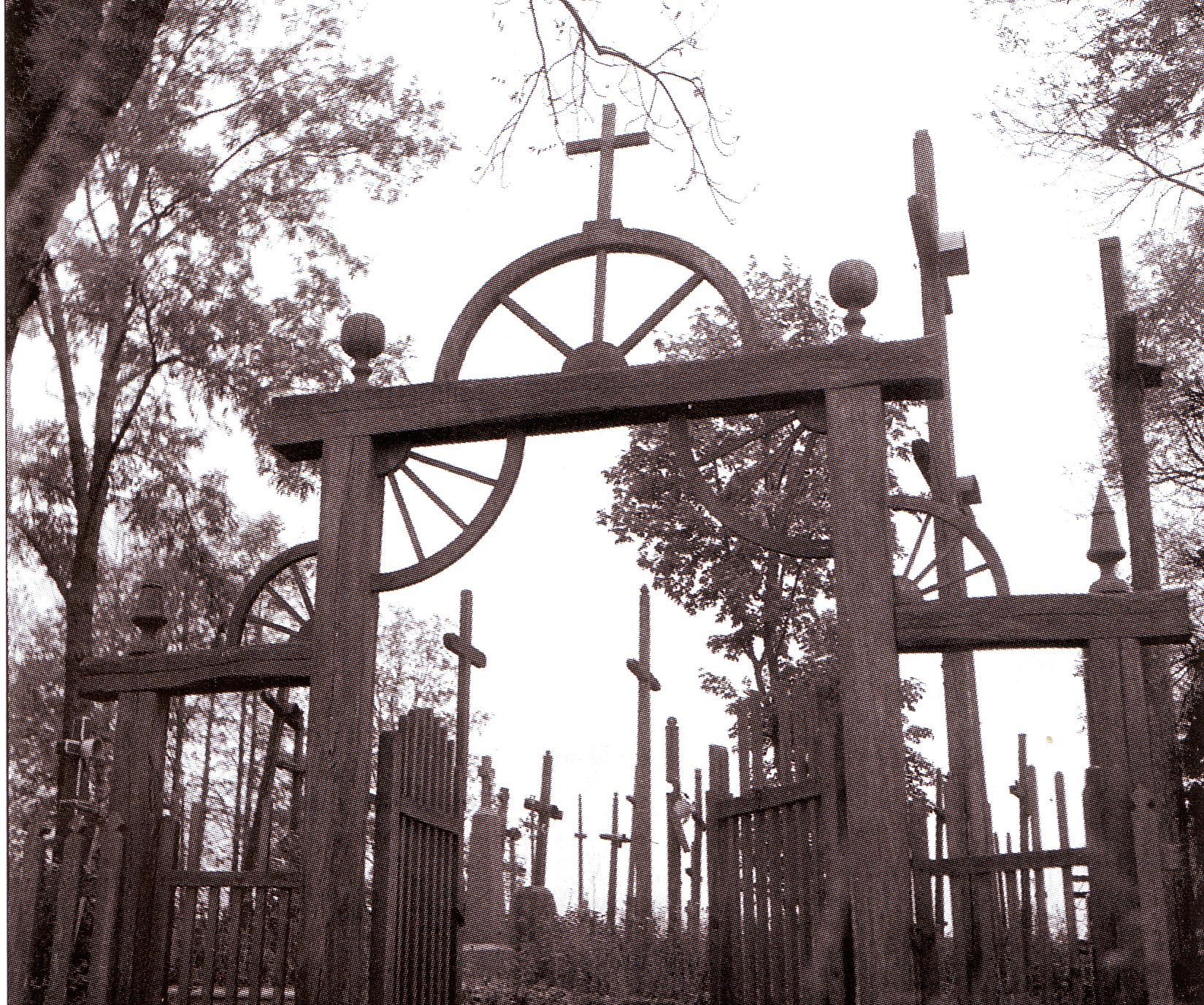 Ariogalos kapinių vartai. 1936 metai. V.Ramanausko nuotrauka. NČDM